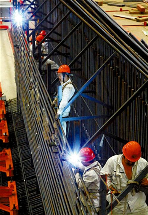 走进宽敞的钢结构厂房
