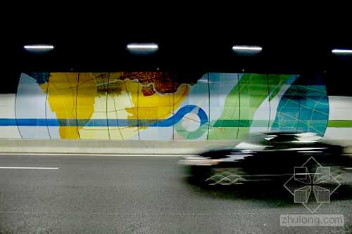 上海长江隧道首次全部使用led照明 沿途可见新路牌