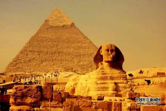 """胡夫金字塔的建造还严格遵照""""黄金分割比"""""""