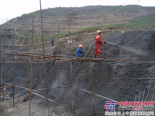贵州沿德高速公路艾坝隧道德江端右幅加紧边仰坡防护施工