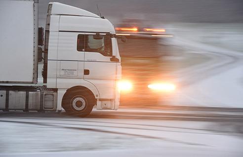 作为回应,俄罗斯将暂停挂乌克兰牌照的大型货车在俄境内行驶.